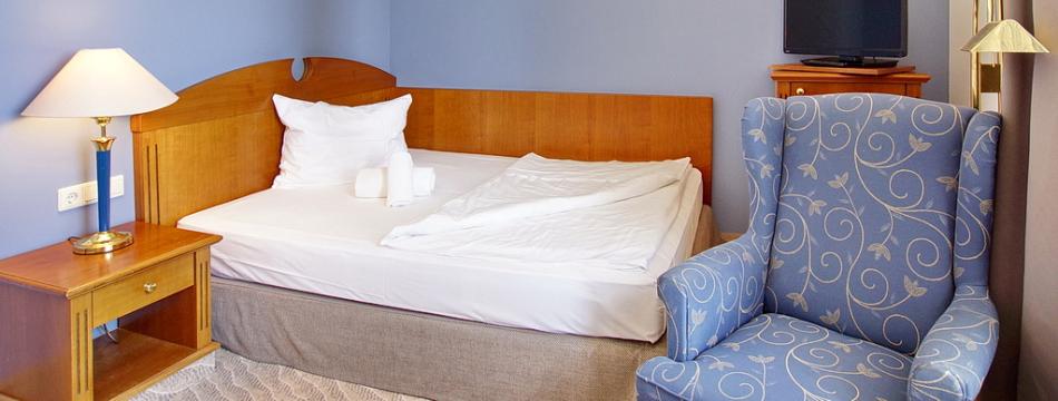 doppelzimmer queensize bett upstalsboom seehotel borkum. Black Bedroom Furniture Sets. Home Design Ideas